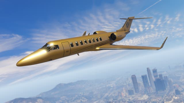 The solid gold Buckingham Luxor Deluxe shines in the Los Santos skies.